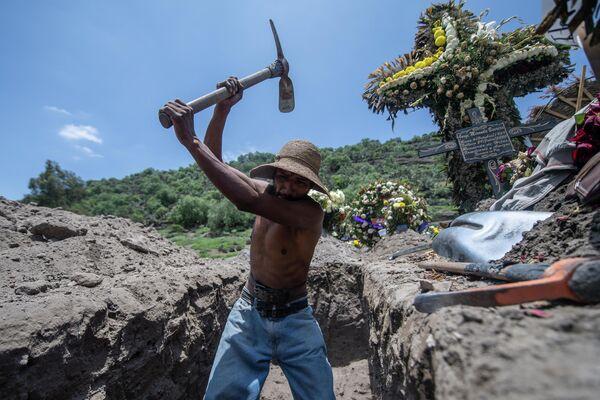 Похороны на кладбище Сан-Мигель-Сико в Мексике
