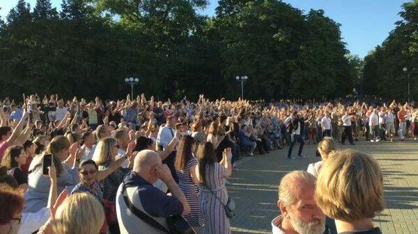 Тысячи людей пели Цоя на акции в поддержку Тихановской в Минске