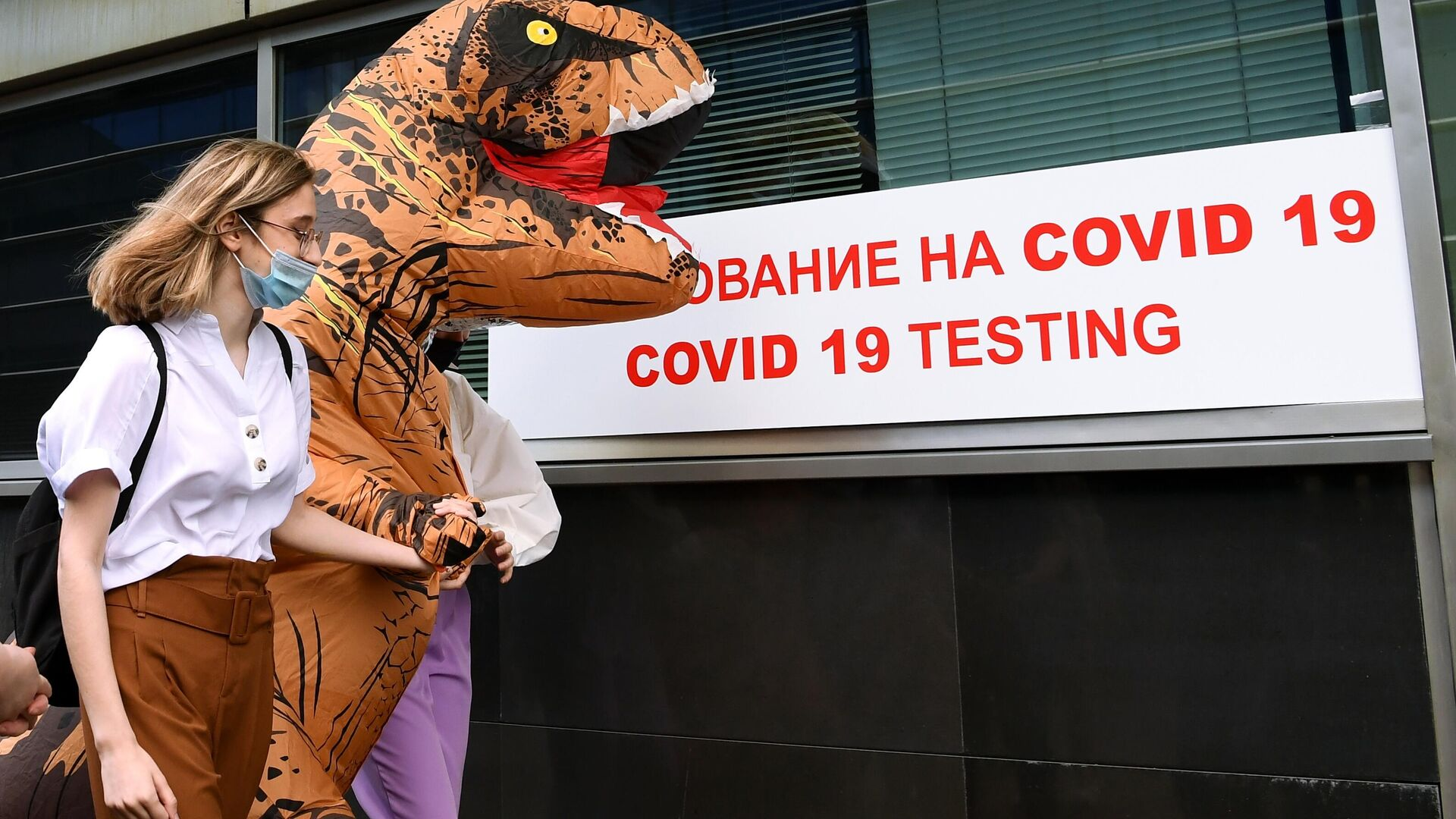 Пассажирка перед экспресс-тестированием на COVID-19 в международном аэропорту Внуково  - РИА Новости, 1920, 11.09.2020