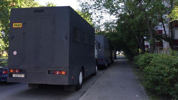 Милицейские автозаки в Минске у места проведения митинга оппозиции