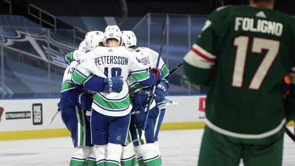 """""""Ванкувер"""" вышел в четвертьфинал конференции НХЛ, обыграв """"Миннесоту"""""""