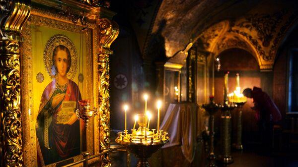 Икона Пантелеймона целителя в церкви Всех Святых на Кулишках в Москве