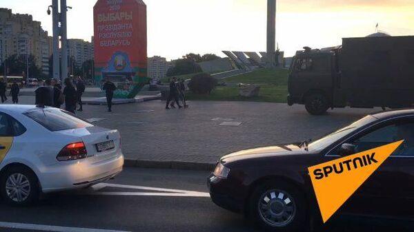 Кадры из Минска: задержания во время выборов начались у стелы в центре города