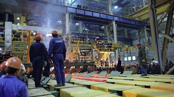 В сталеплавильном цехе Белоруского металлургического завода