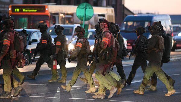 Сотрудники правоохранительных органов выходят на улицы Минска во время акции протеста после президентских выборов