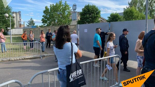 Ситуация около ГУВД в городе Жодино, куда привезли много задержанных в Минске