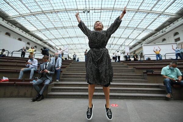 Начальник Управления по связям с общественностью Департамента Здравоохранения города Москвы Светлана Браун участвует в энергетической зарядке ЗОЖ через молодежь!