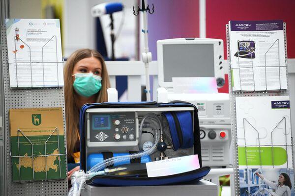 Портативный аппарат А-ИВЛ-Э-03 компании Axion на выставке всероссийского форума Здоровье нации  основа процветания России