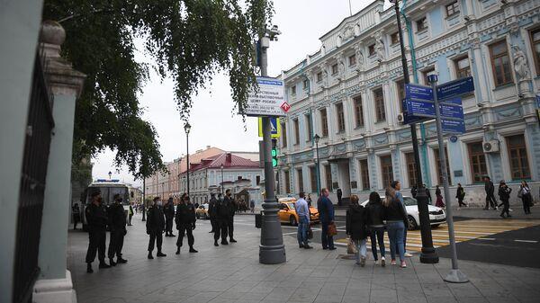На акции у посольства Белоруссии в Москве задержали трех человек