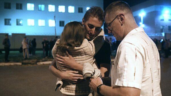Задержанный в ходе акции протеста после освобождения из Центра изоляции правонарушителей на улице Окрестина в Минске