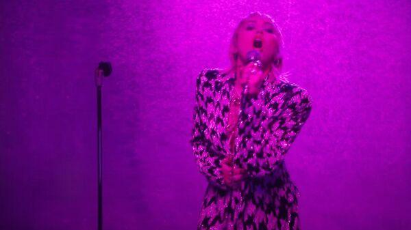 Стоп-кадр клипа на песню Midnight Sky американской певицы Майли Сайрус