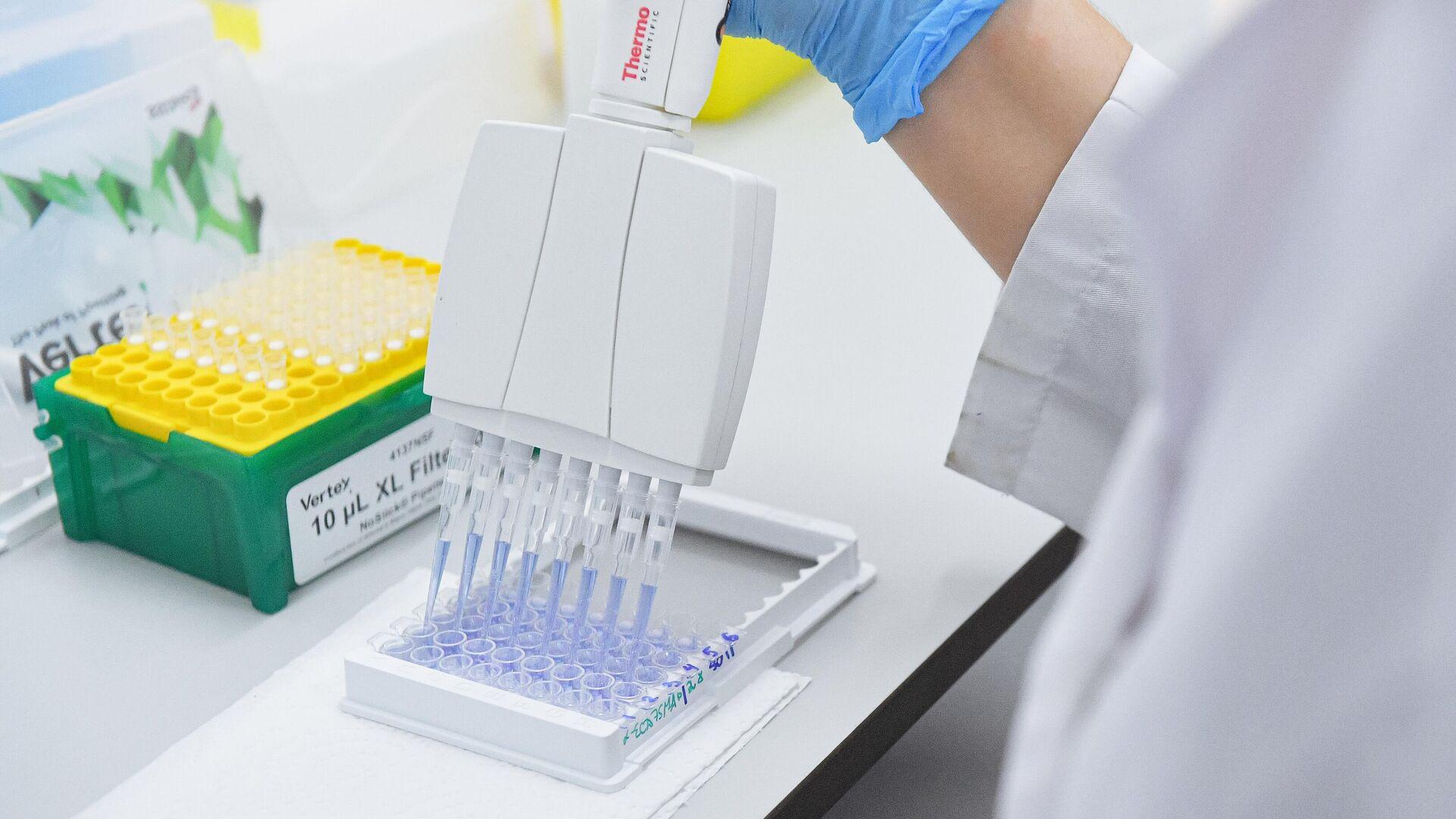 Испытания и производство вакцины от COVID-19 в лаборатории центра эпидемиологии и микробиологии имени Н.Ф. Гамалеи - РИА Новости, 1920, 21.09.2020