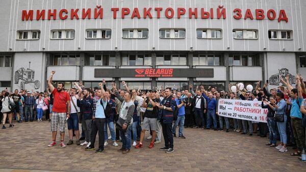 Работники Минского тракторного завода принимают участие в акции протеста