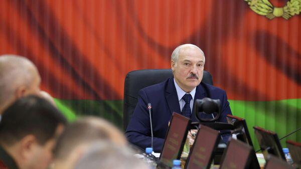 Президент Белоруссии Александр Лукашенко провел встречу в Центре стратегического управления Министерства обороны в Минске