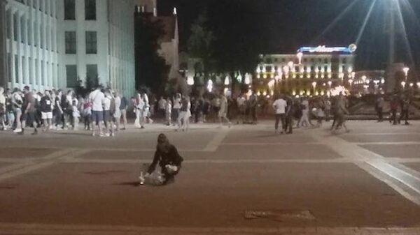 Последние митингующие уходят с площади в Минске