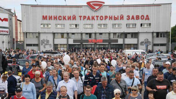 Работники Минского тракторного завода