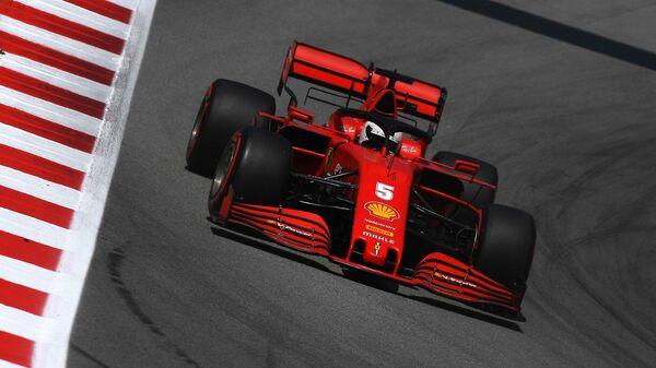 Пилот Феррари Себастьян Феттель на Гран-при Испании Формулы-1