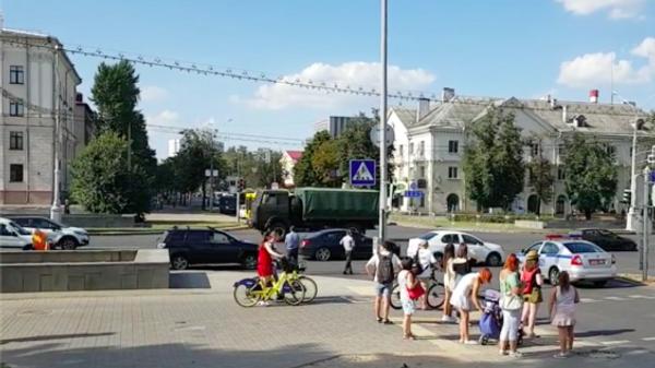 Колонна военной техники в центре Минска