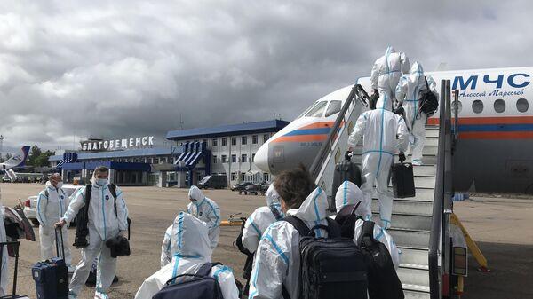 Журналисты правительственного пула, сопровождавшие председателя правительства РФ Михаила Мишустина в поездке на Дальний Восток, возвращаются бортом МЧС в Москву из Благовещенска