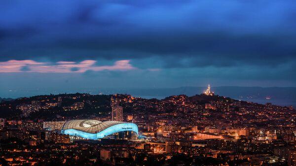 Обзорный вид Марселя со стадионом Велодром
