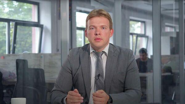 Скриншот видео от юриста Максима Знака