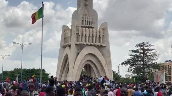 Митинг в столице Мали Бамако в поддержку военного мятежа