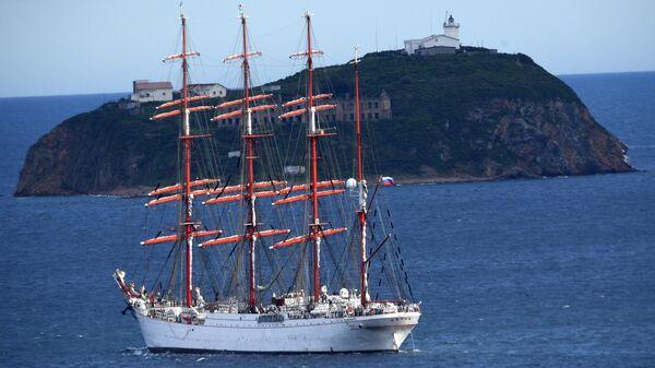 Барк Седов, принимающий участие в экспедиции по Северному морскому пути