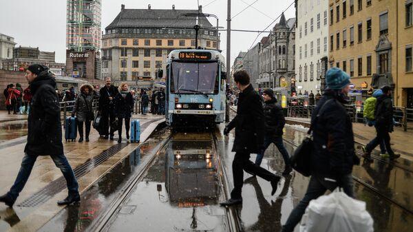 Прохожие на одной из улиц в Осло