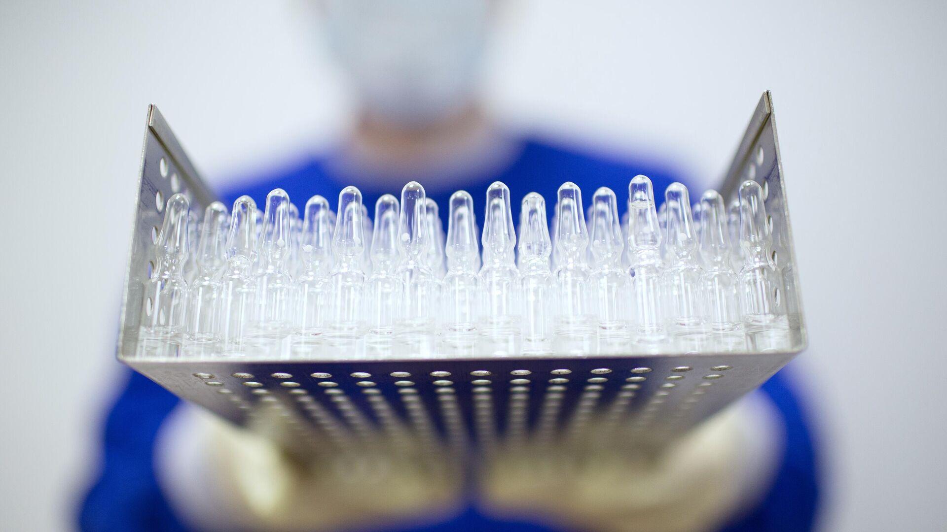 Производство вакцины от COVID-19 на фармацевтическом заводе Биннофарм  - РИА Новости, 1920, 16.09.2020