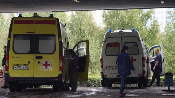 Автомобили скорой помощи на территории Омской БСМП №1