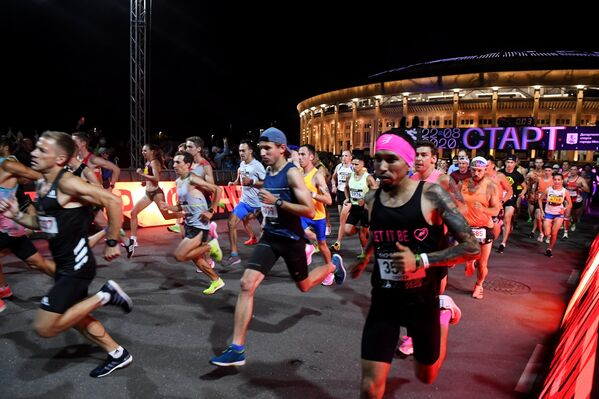 Участники Ночного забега 2020 в Москве