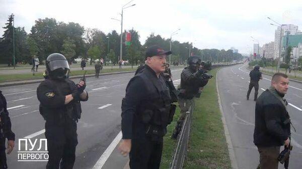 Вы красавцы! Лукашенко поблагодарил охранявших его резиденцию силовиков
