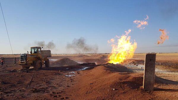 Пожар на месте взрыва на Арабском газопроводе в провинции Дамаск, Сирия
