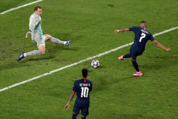 Игровой момент финала Лиги чемпионов