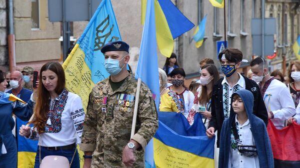 Участники Марша непокоренных во Львове в честь Дня независимости Украины