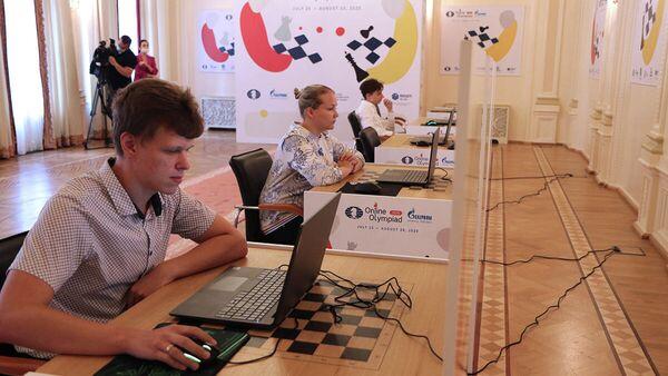 Шахматисты Владислав Артемьев, Валентина Гунина и Даниил Дубов