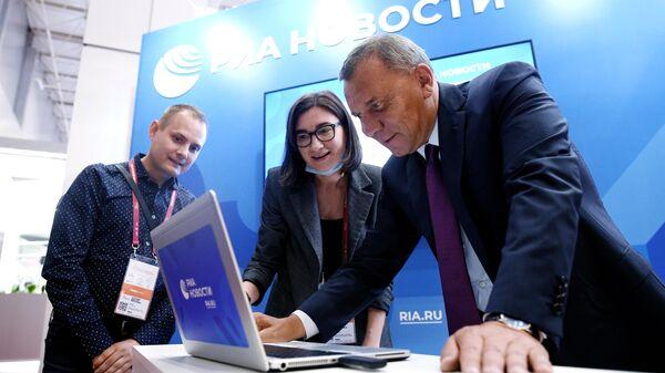Заместитель председателя правительства РФ Юрий Борисов на стенде МИА Россия сегодня в конгрессно-выставочном центре Патриот в Московской области.