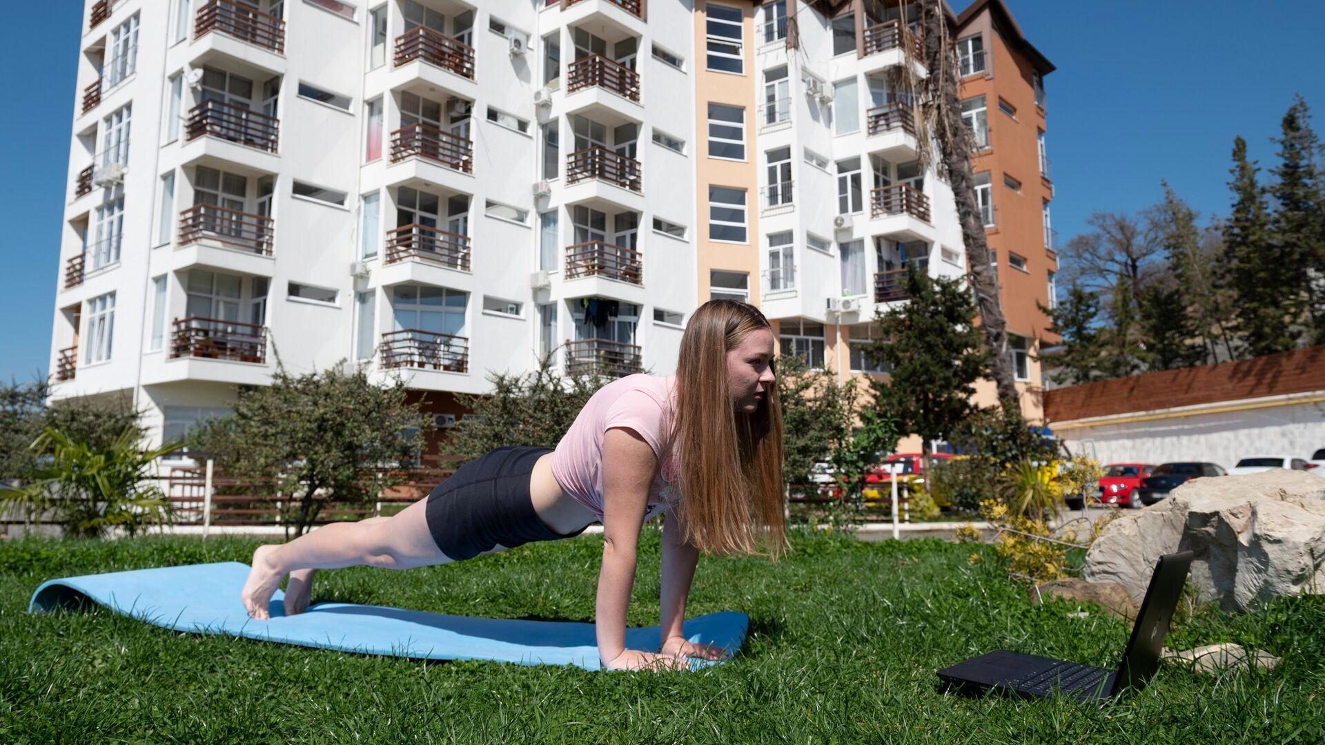 Йога-онлайн для незрячих людей: спорт без границ - РИА Новости, 1920, 25.08.2020