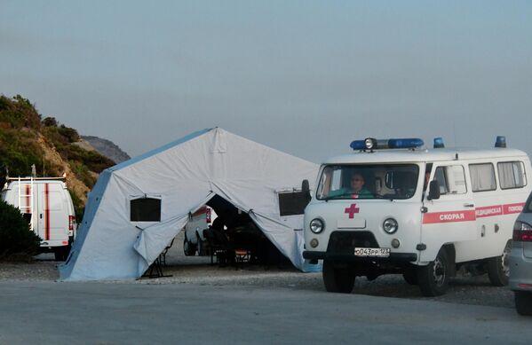 Автомобили скорой медицинской помощи в заповеднике Утриш недалеко от Анапы