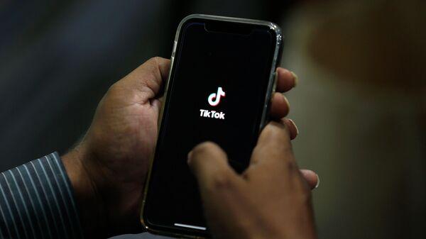 Телефон с приложением Tik Tok
