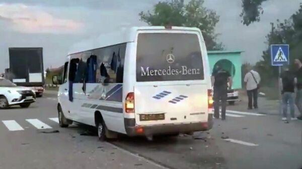 Автобус, на котором передвигались члены общественного движения Патриоты - За Жизнь. Стоп-кадр видео очевидца