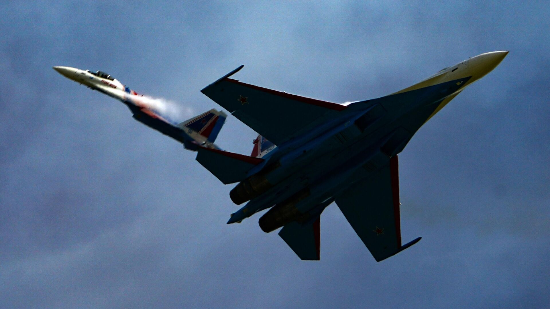 Истребители Су-35С пилотажной группы Русские витязи выполняют демонстрационный полет в рамках Международного форума Армия-2020 на аэродроме Кубинка в Подмосковье - РИА Новости, 1920, 09.02.2021