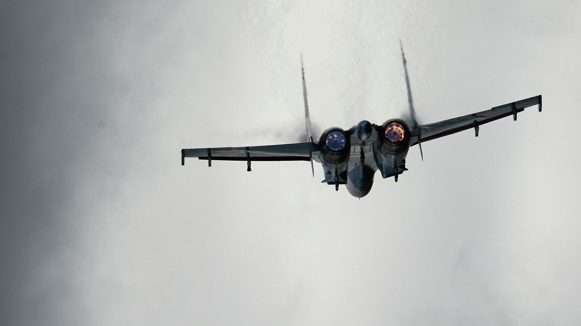 Самолет Су-27 во время показательных учений - РИА Новости, 1920, 09.09.2020