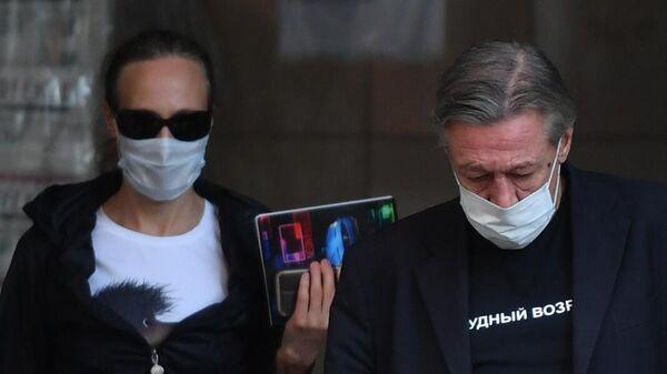 Актёр Михаил Ефремов выходит из здания Пресненского суда