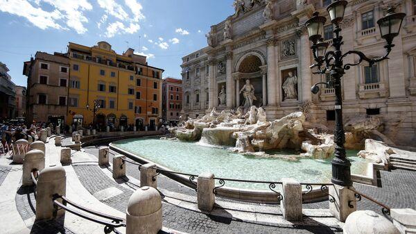 Фонтан Треви в Риме. 20 июня 2020 года