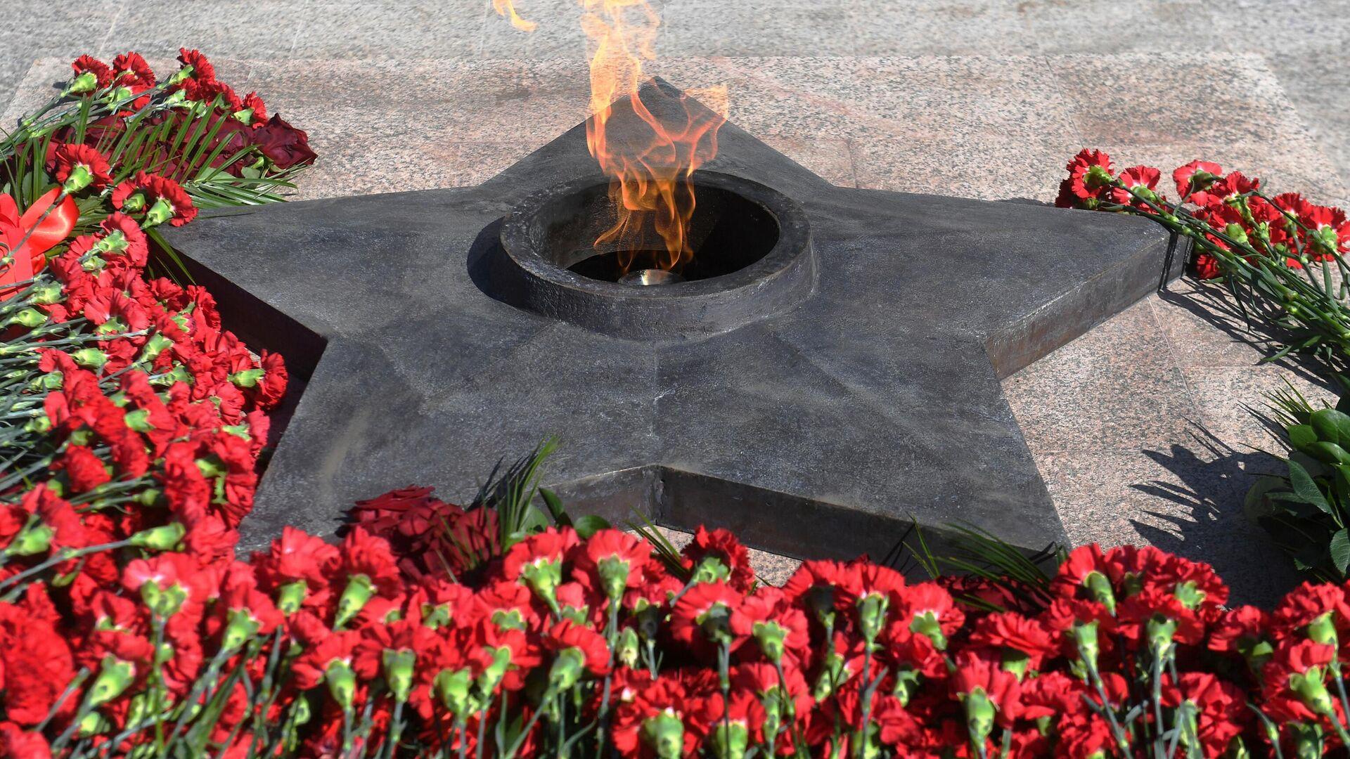 В Волгограде завели дело на мужчину, прикурившего от Вечного огня