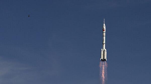 Старт ракеты-носителя Чанчжэн-2F c космодрома Цзюцюань, КНР
