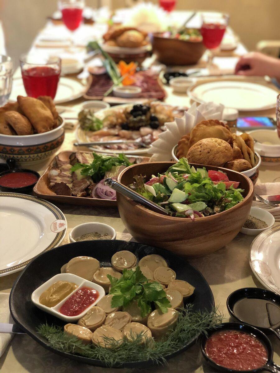 Традиционный якутский стол