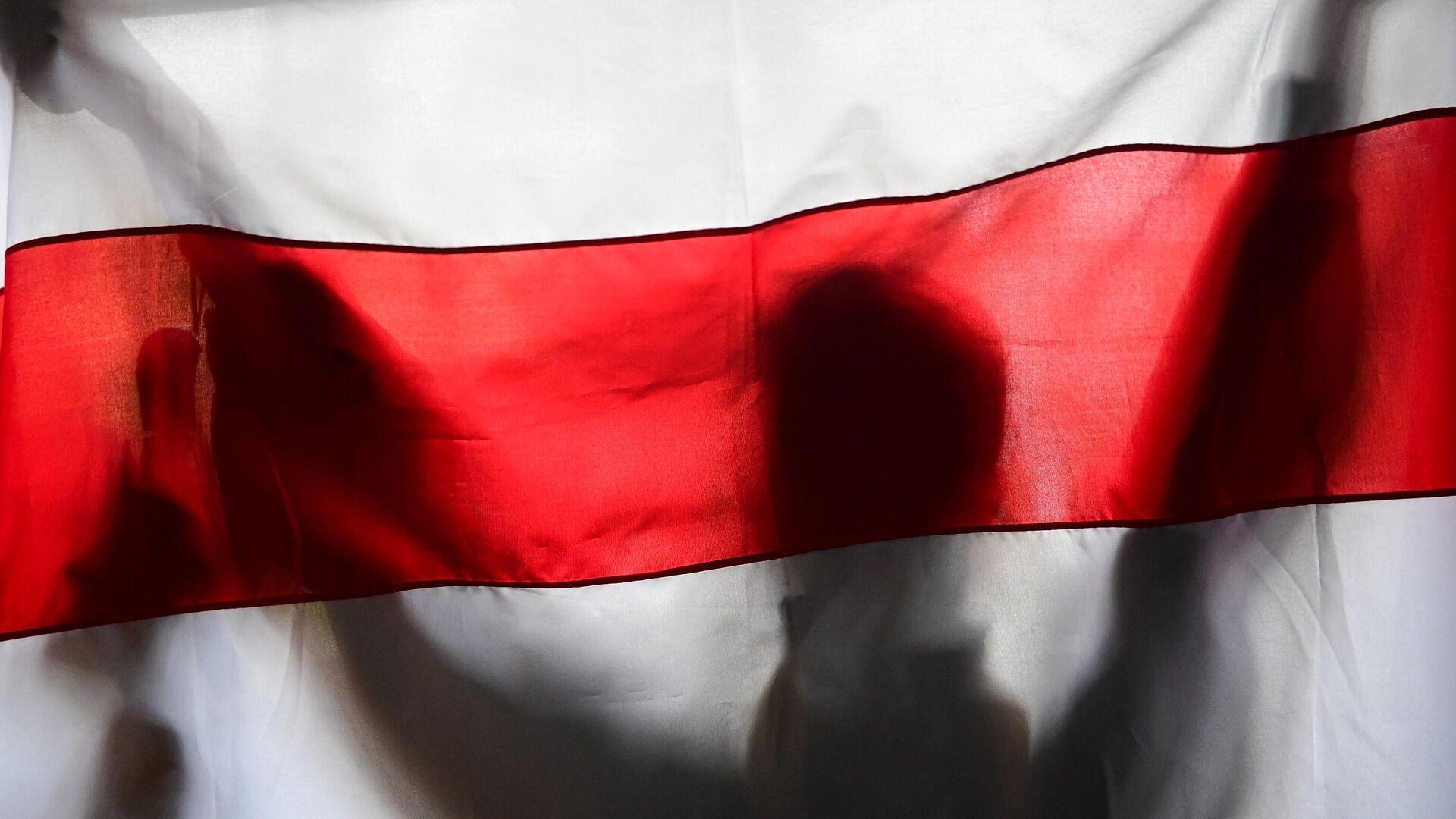 Оппозиционный флаг Белоруссии в Минске - РИА Новости, 1920, 08.09.2020