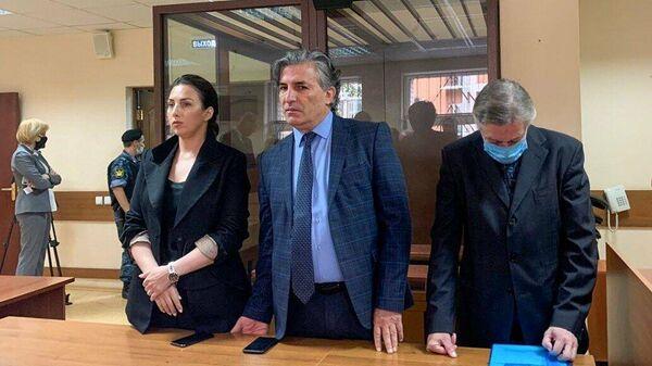 Актер Михаил Ефремов и его адвокаты Эльман Пашаев и Елизавета Шаргородская во время оглашения приговора
